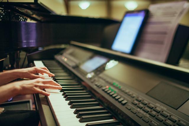 電子ピアノで練習