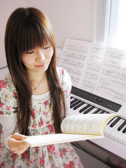 ピアノを練習する